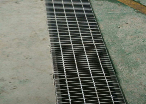 China Press Welded Steel Bar Grating , Outdoor Drain Stainless Steel Open Mesh Flooring factory