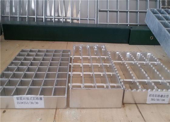 Stainless Steel Carbon Steel Serrated Bar Grating Stair Treads For Construction Oil Refinery Sewage Surface Bearing